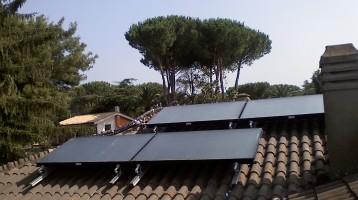 Sistema solare per produzione acqua sanitaria e riscaldamento piscina